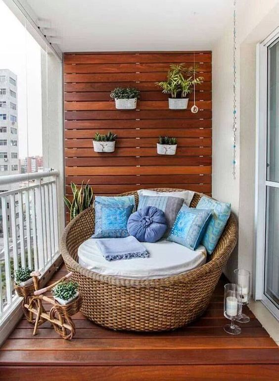 round-daybed